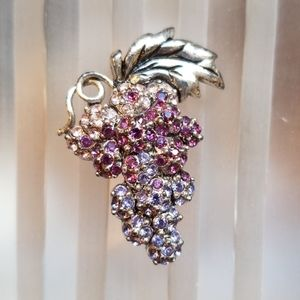 Monet great grapes vintage rhinestone pin